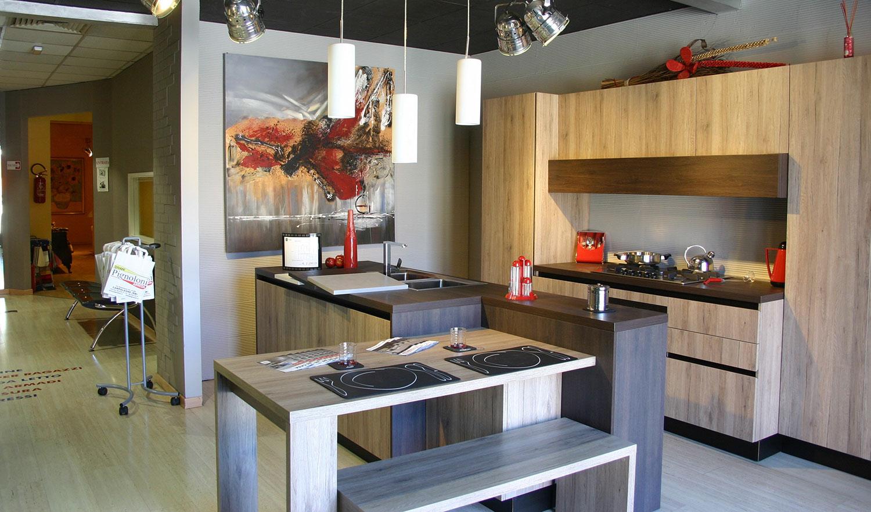 Tendenze in cucina finiture effetto legno pignoloni - Cucina laminato effetto legno ...